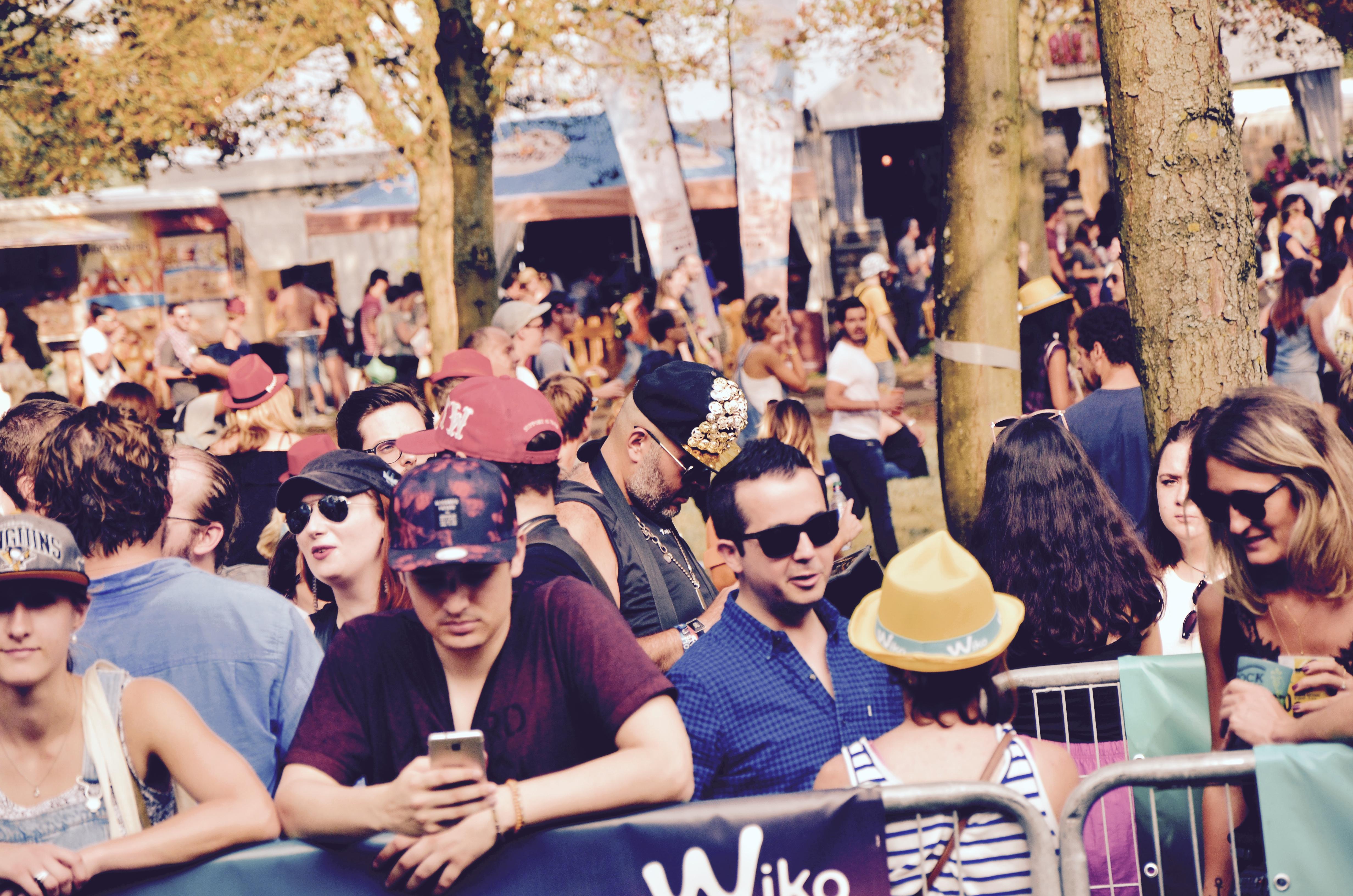 Festivaliers Rock en Seine 2017 casquette dorée