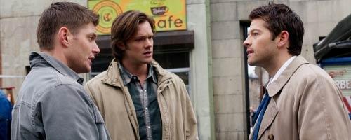 Sam et Dean face à Misha Collins de la série Supernatural